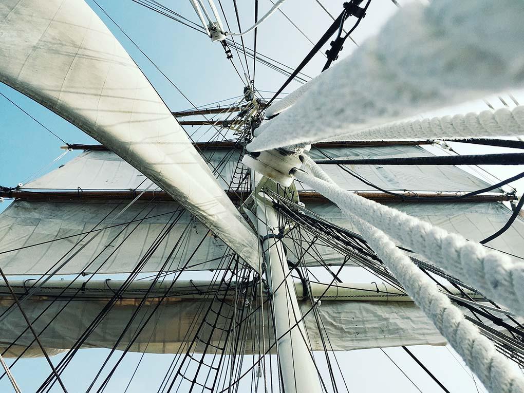 Sicherheit auf See bedeutet auch das Absichern gegen Stürze