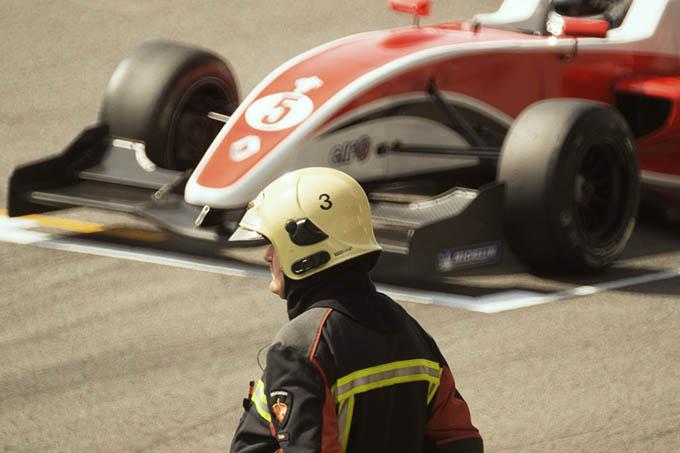 Sicherheit im Motorsport beim Vorstart